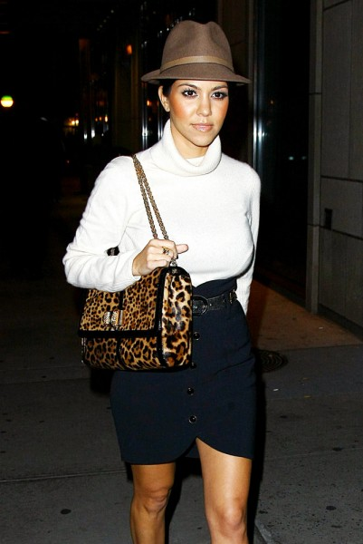 The-Many-Bags-of-Kourtney-Kardashian-39