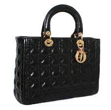 черная сумка стильная от диор на фото