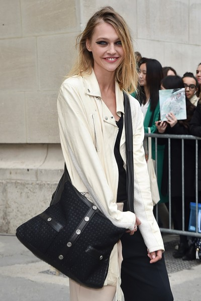 Sasha-Pivovarova_Girl-CHANEL-bag_03-2015