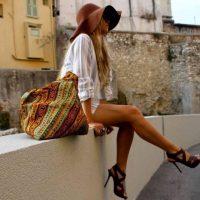 девушка и сумка