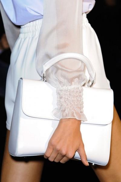 сумочка в руке