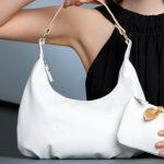 Как почистить сумку из белой кожи