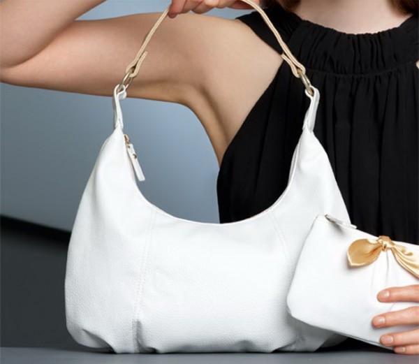 93afe919583a белая сумочка. Почистить сумку из белой кожи ...